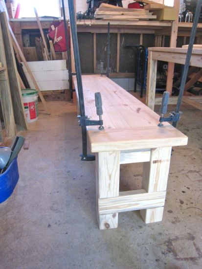 Clamping and attaching benchtop to base