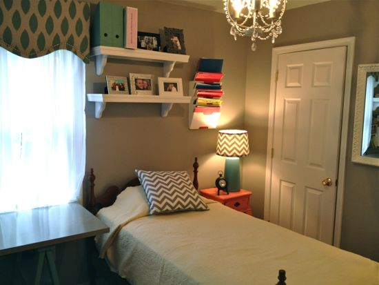 Office with Twin Bed. www.tommyandellie.com